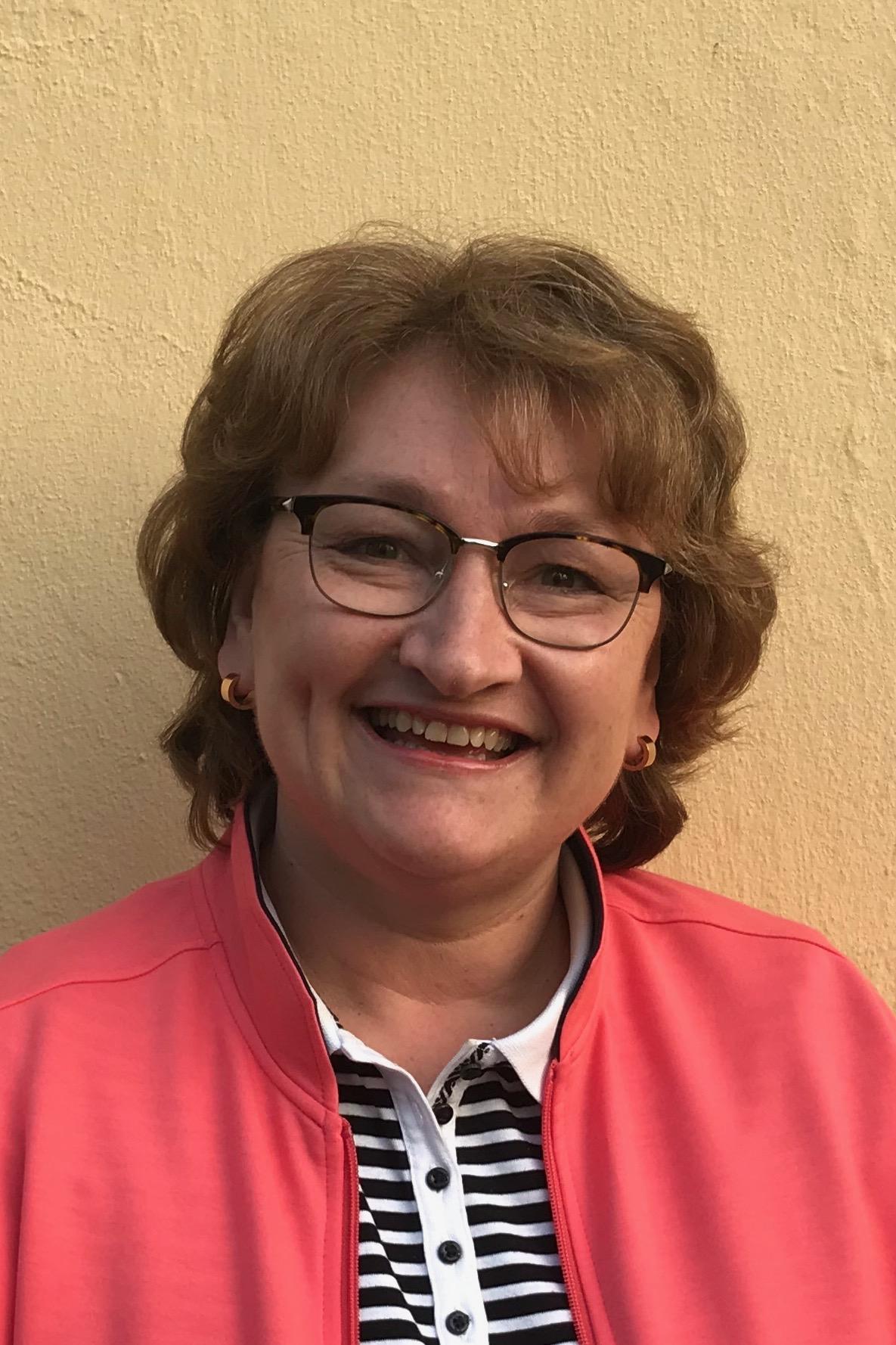 Dr. Gabriela Jonas-Ahrend (Beisitzerin)